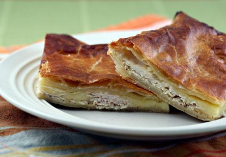 Пирожки из слоеного теста с сыром сулугуни