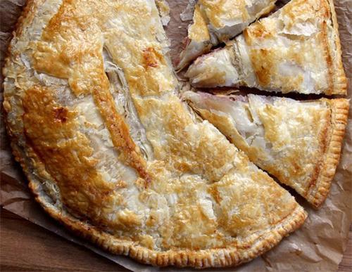 Как приготовить пирог с курицей в слоеном тесте