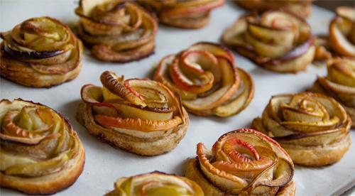 Как приготовить розочки из слоеного теста с яблоками