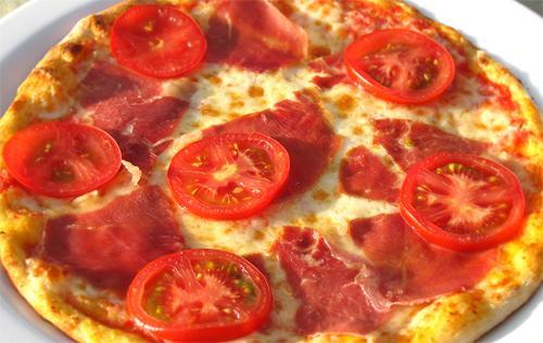 Как приготовить пиццу с помидорами, спаржей и ветчиной