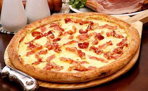 Как приготовить пиццу с луком и ветчиной