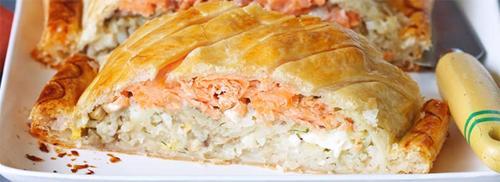 Как приготовить слоеный пирог с копченым лососем
